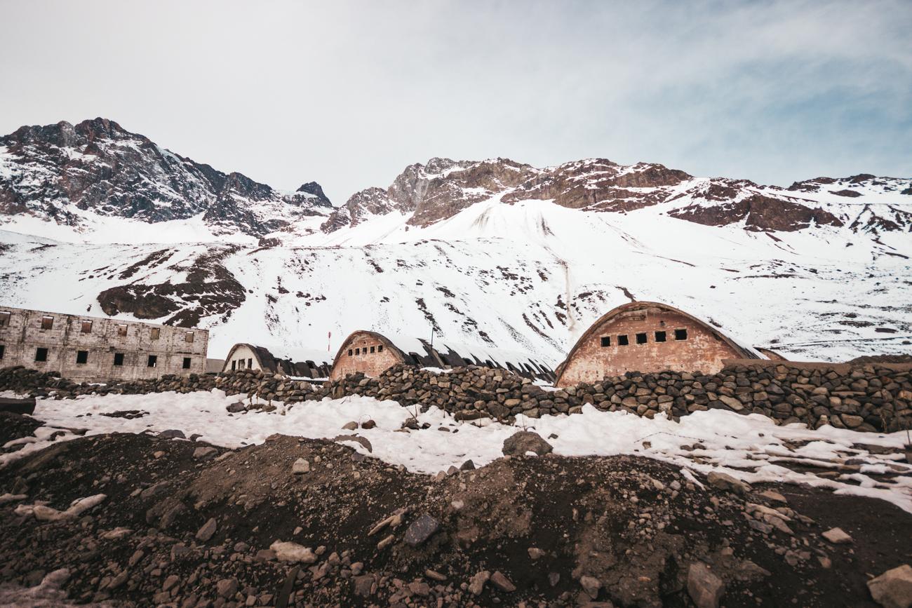 Las Cascaras, alojamentos utilizados pelos construtores da represa -Caminho para Embalse el Yeso (Cajón del Maipo - Chile)