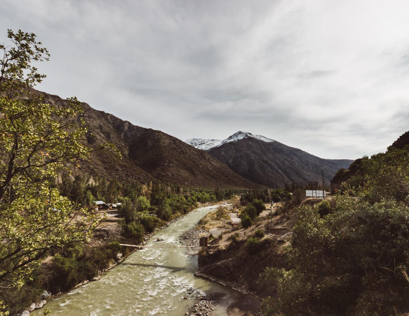 No caminho entre Santiago e Embalse el Yeso cruzamos com paisagens como esta!