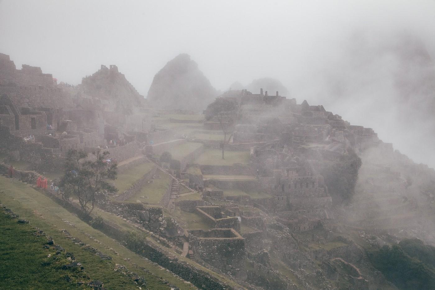 Quando chegamos, Machu Picchu estava encoberto por neblina