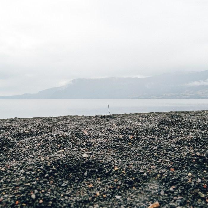 Areia negra do Lago Villarica (Pucón, Chile)