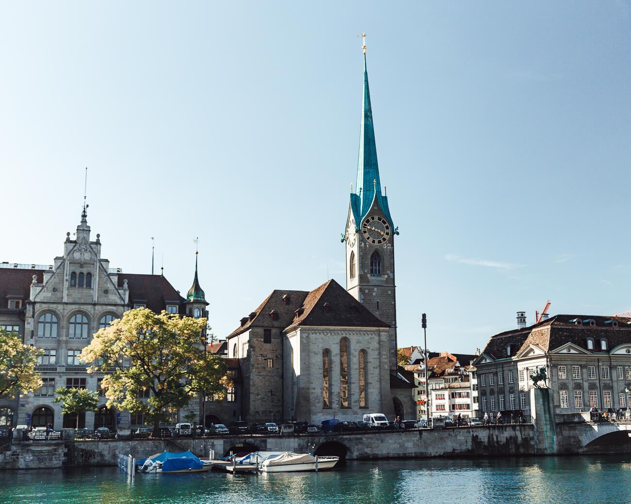 O que fazer em Zurique roteiro de um dia igreja de Fraumüster