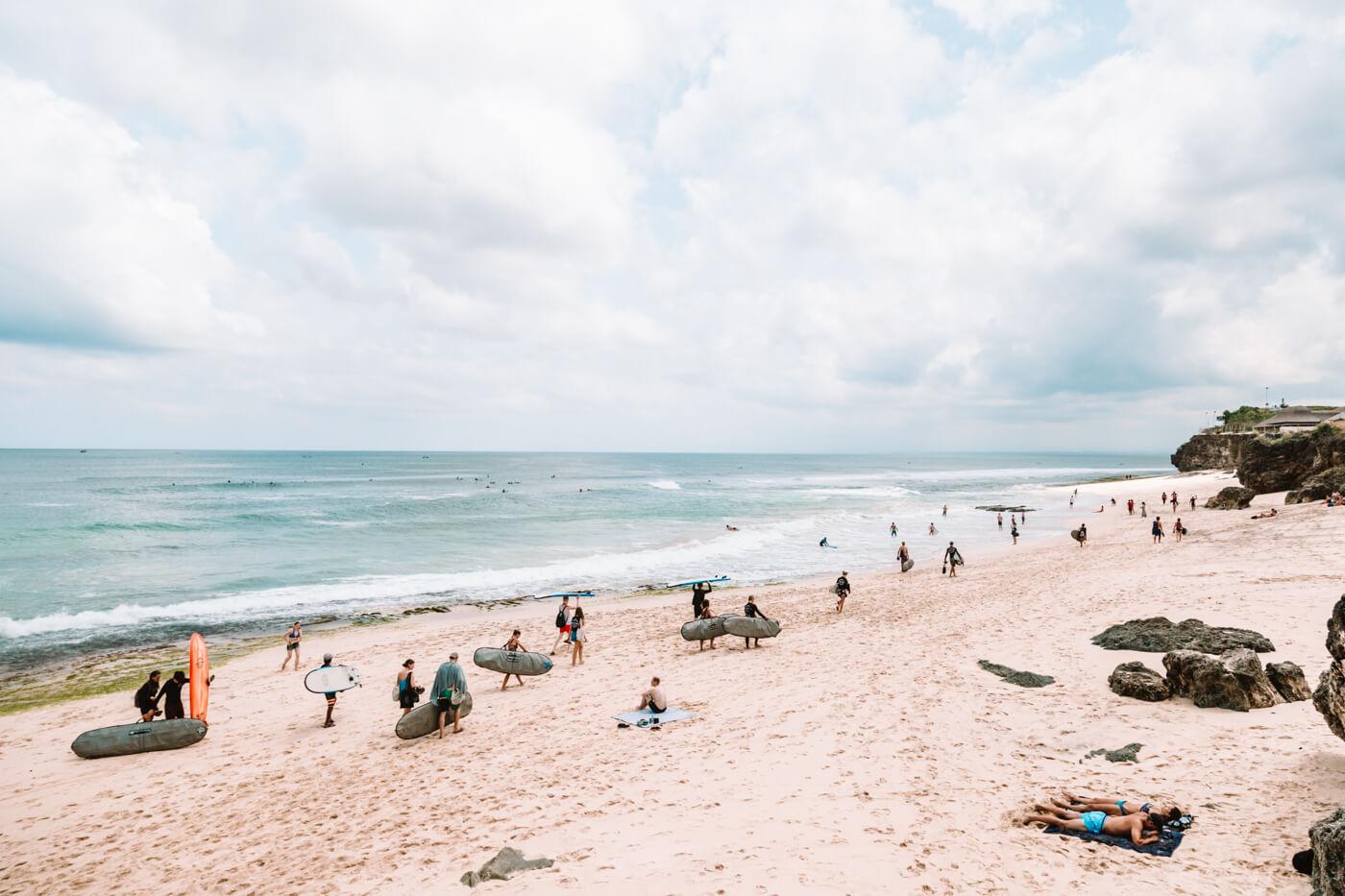 Ilha de Bali Indonesia - surfistas