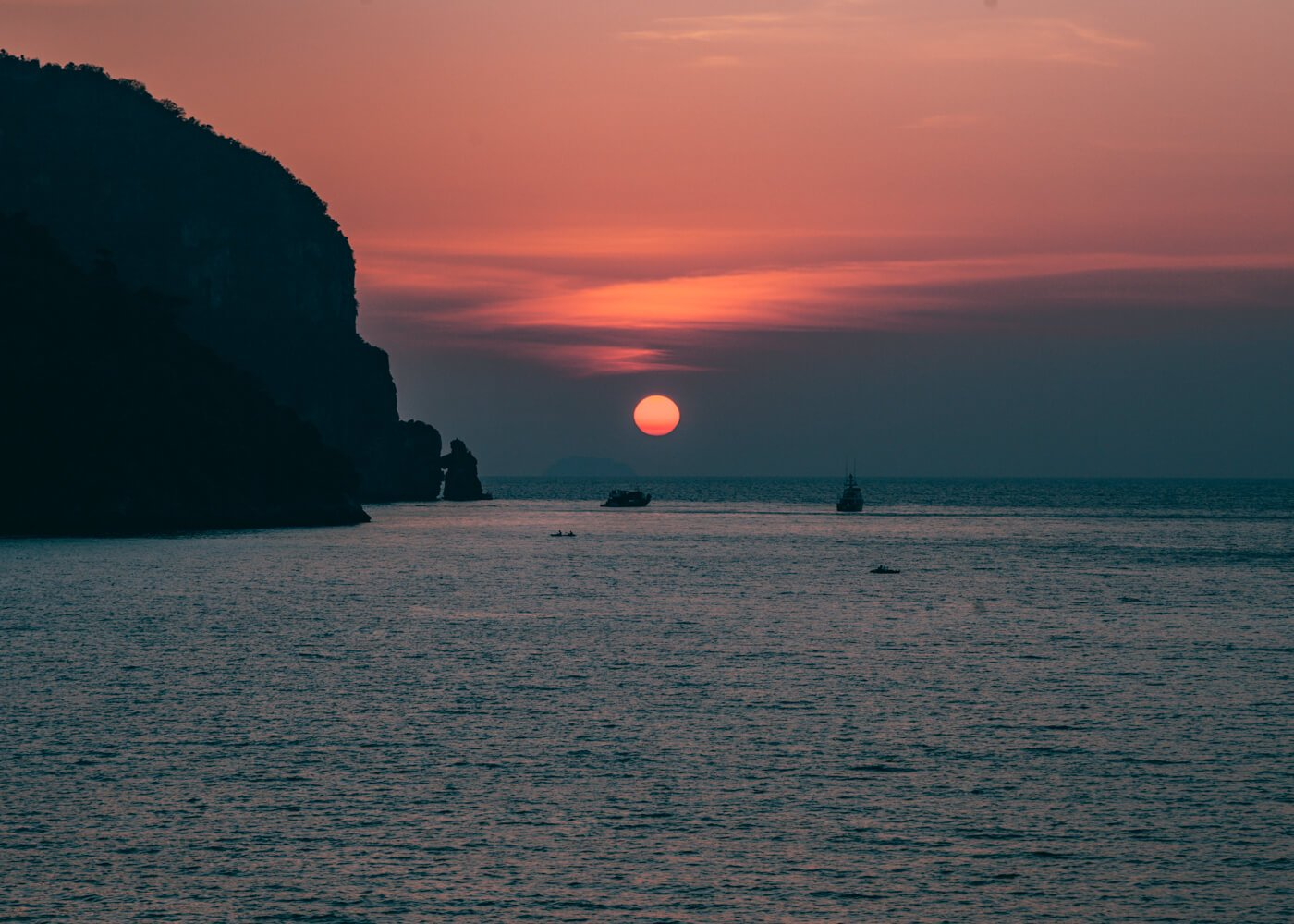 Pôr do sol visto da piscina do hotel The Cobble Beach - Phi Phi Island