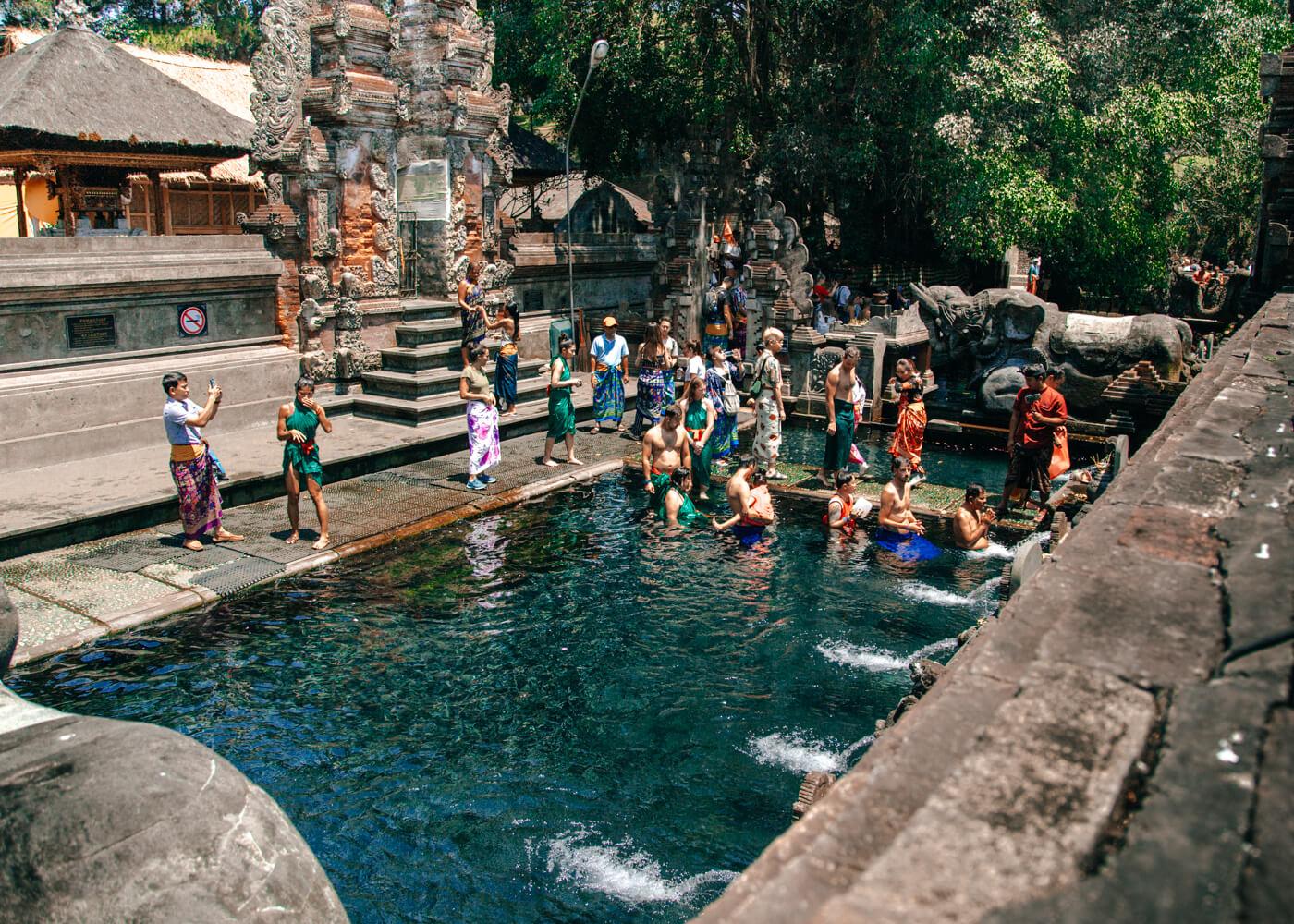 Duas das três piscinas sagradas do Templo Pura Tirta Empul.
