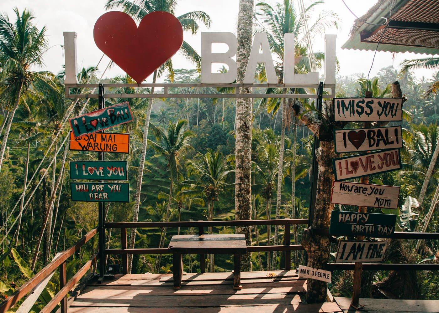 """Letreiro """"I Love Bali"""", nos terraços de arroz de Tegallalang"""