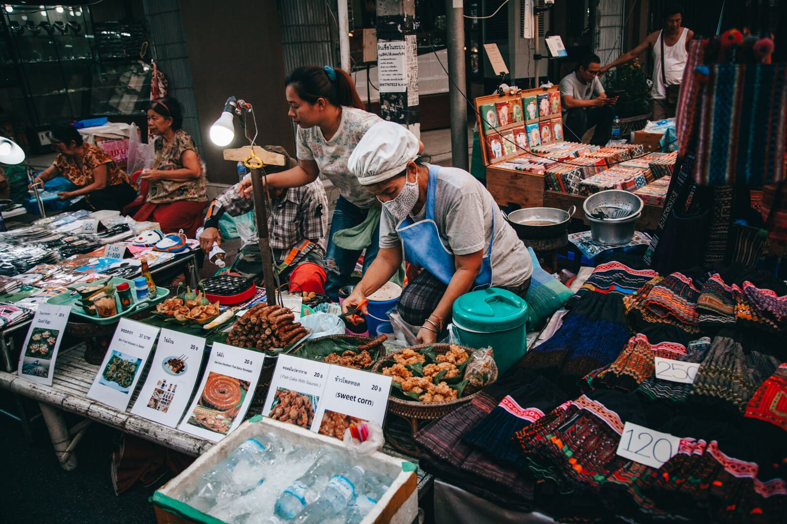 Chiang Mai, Tailândia - Mercados noturnos