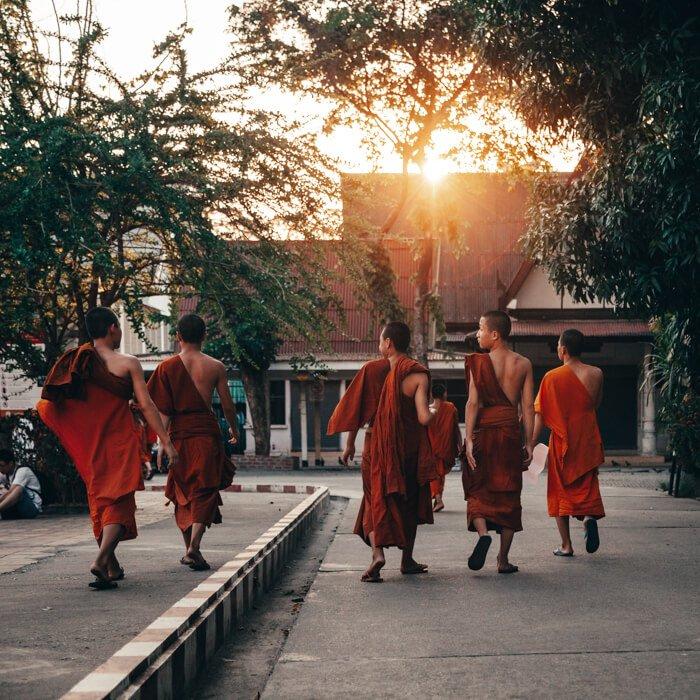 Chiang Mai, Tailândia - Meninos monges em Chiang Mai