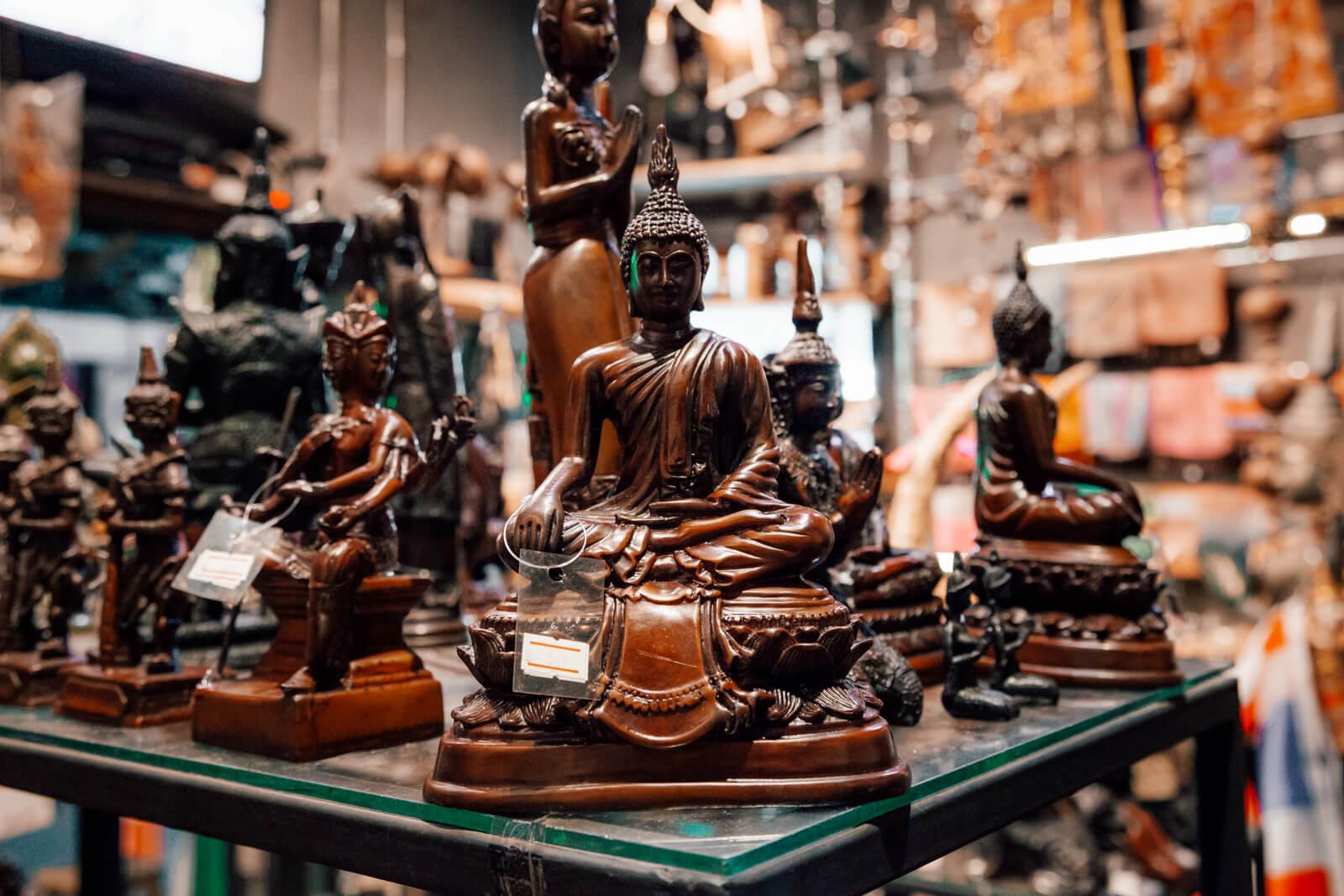 Imagens de Buda vendidas em Bangkok