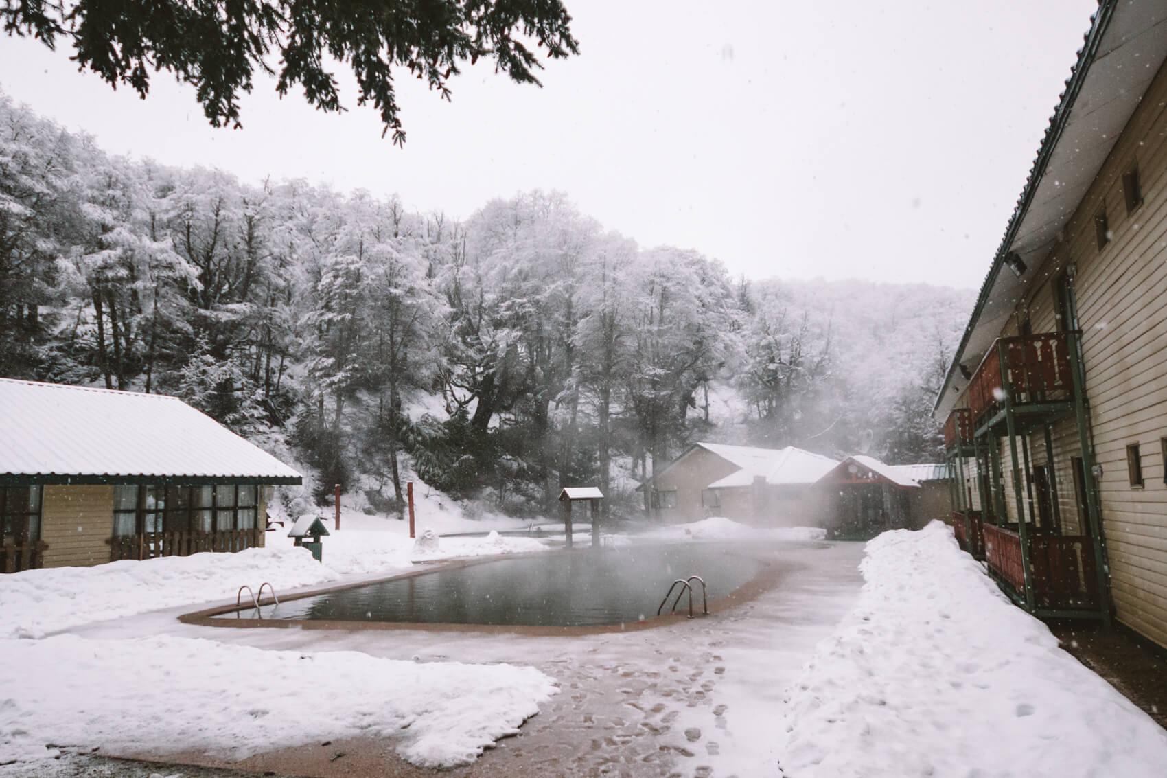 Piscina de águas termais do hotel Nevados de Chillán   por @viajandonajanela