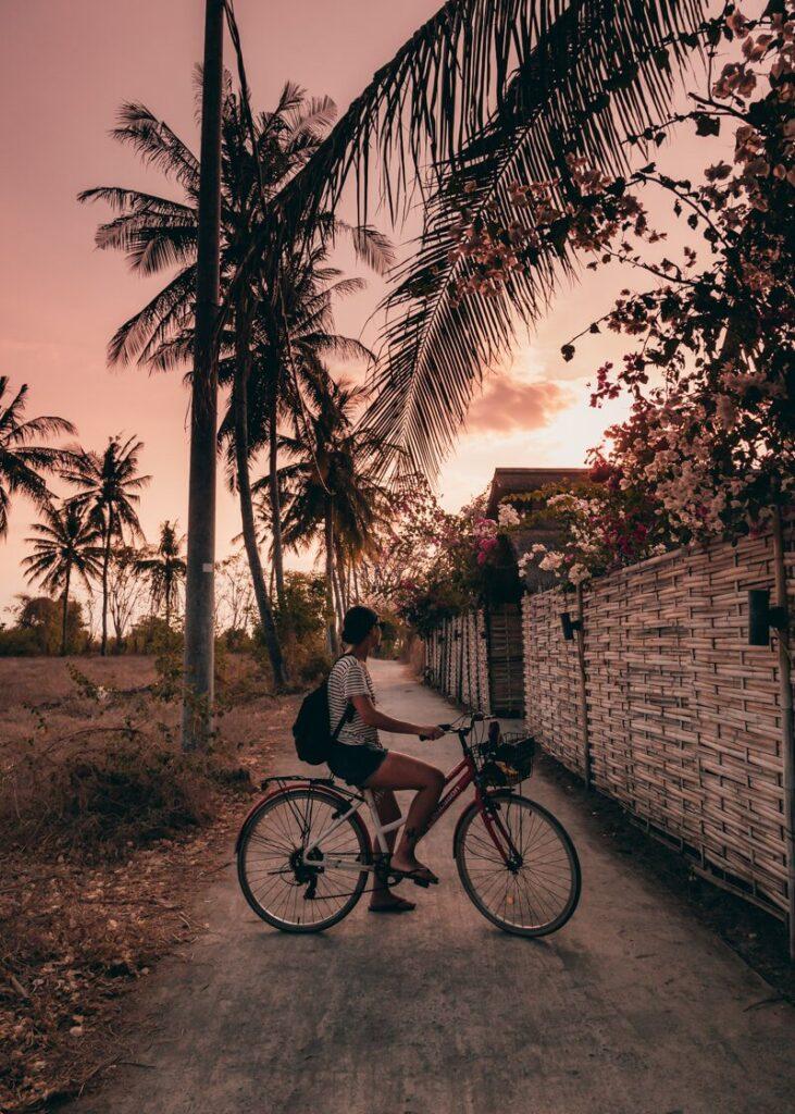 Ilhas Gili - andando de bicicleta em Gili Air