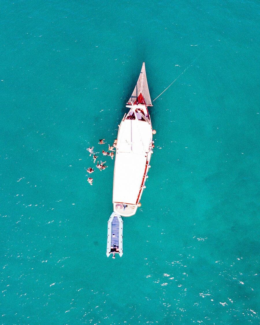 Passeio de barco em Arraial do Cabo: parada para nadar