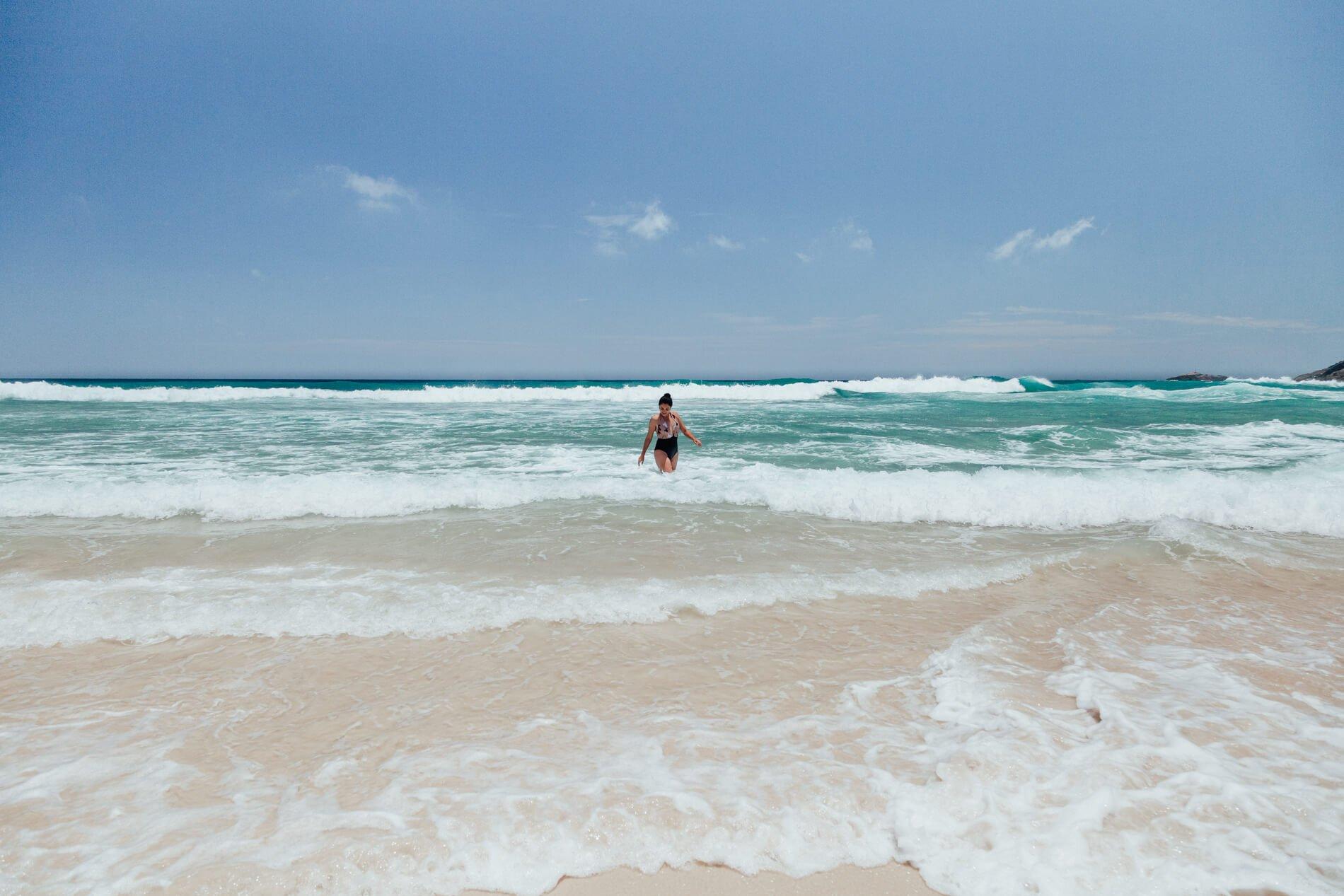 Mar e céu azul na Praia Brava, Arraial do Cabo