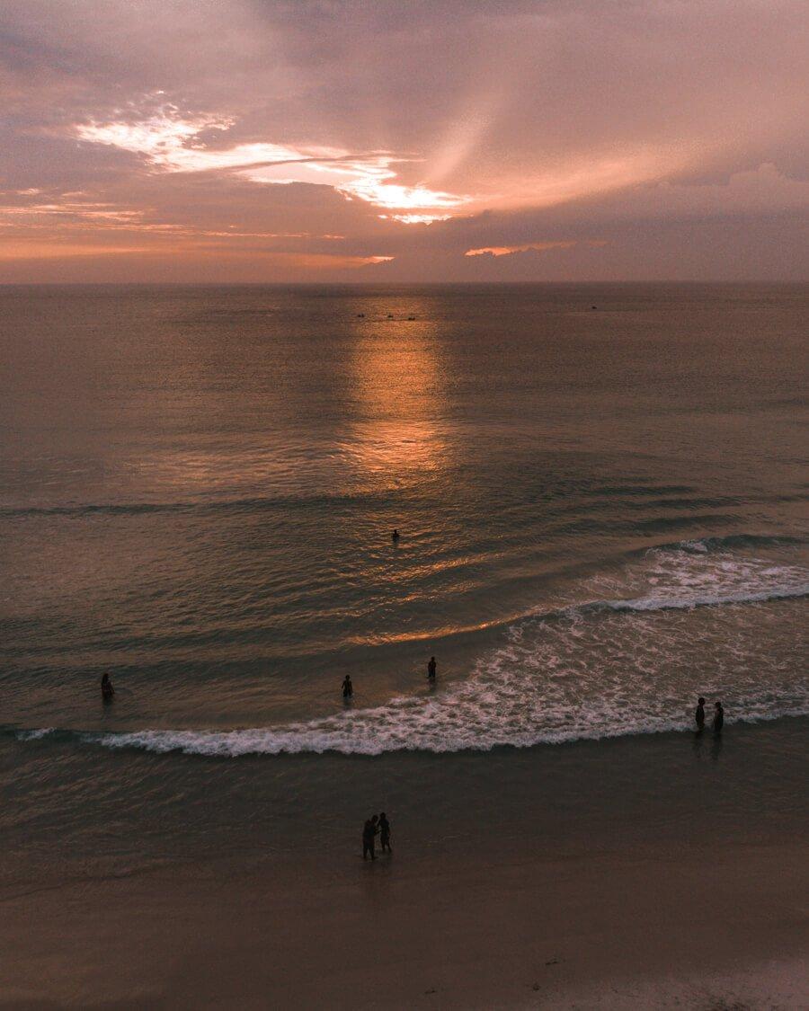 Foto de drone durante o Por do Sol