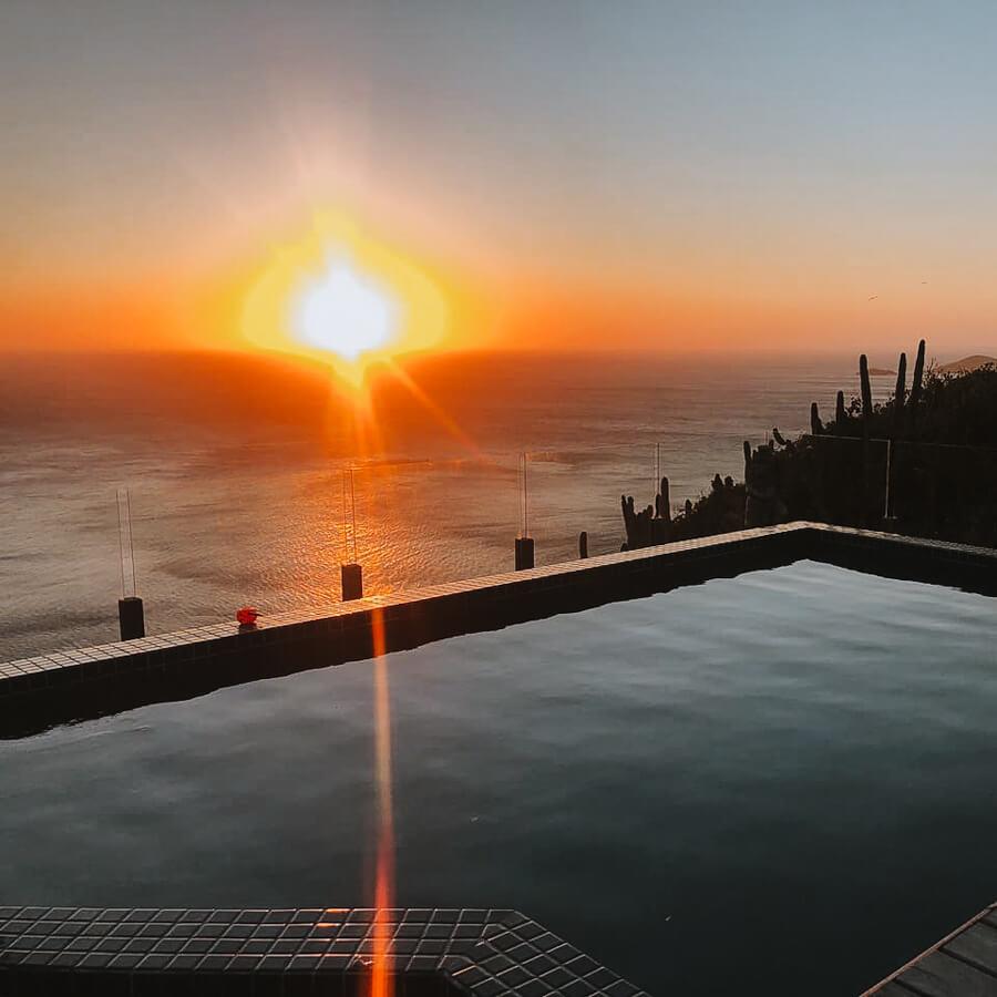 Airbnb em Arraial do Cabo: paraíso do pontal - por do sol na piscina