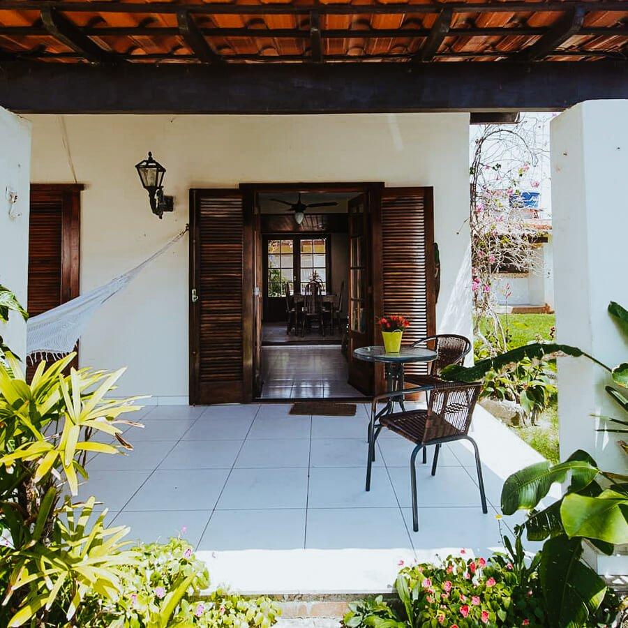 casa chain - airbnb arraial do cabo - plantas na entrada