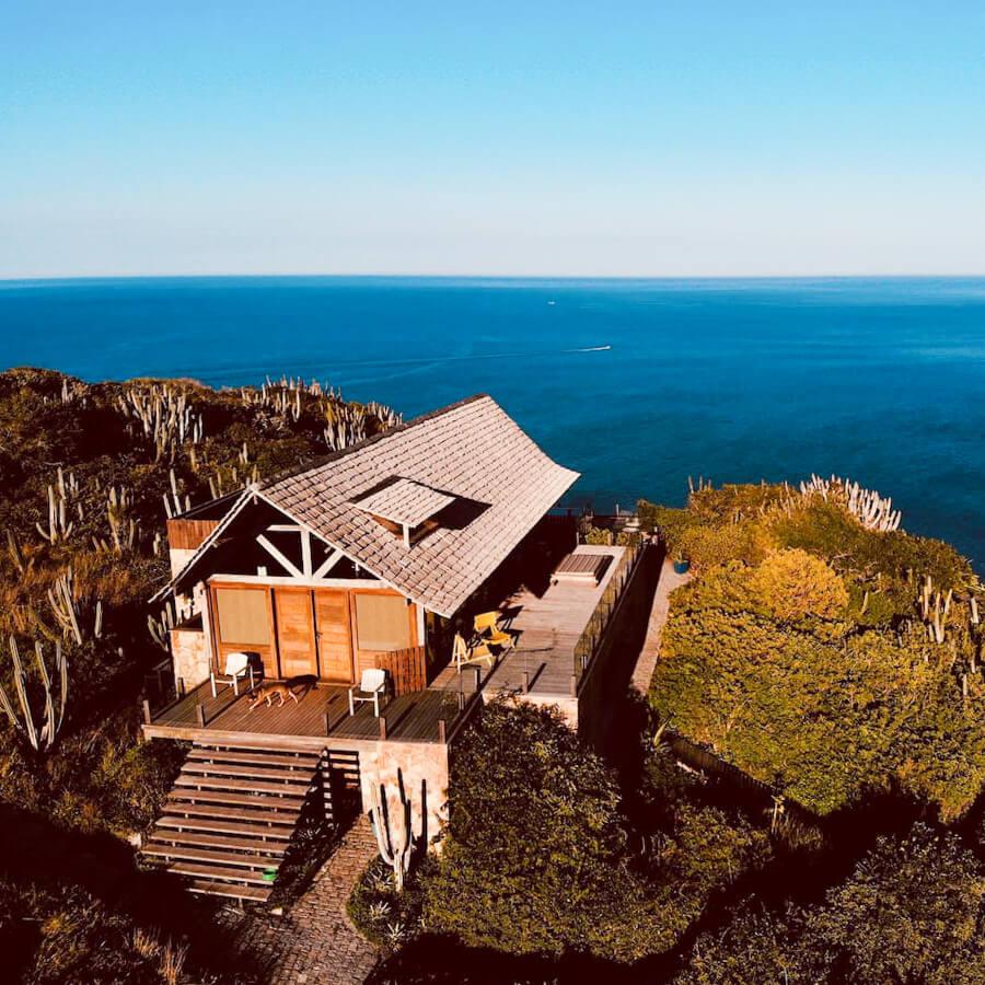 Airbnb Arraial do Cabo: foto do Paraíso do Pontal do Atalaia com o mar ao fundo
