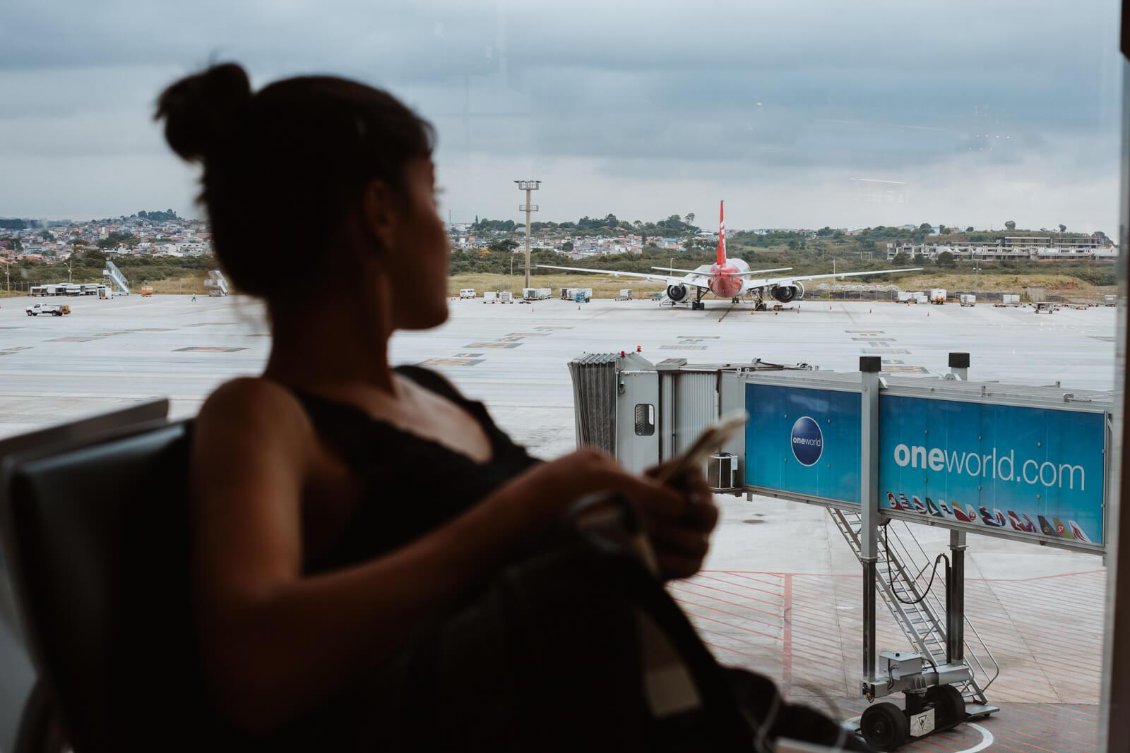 cancelamento de voo, atraso de voo, o que fazer?