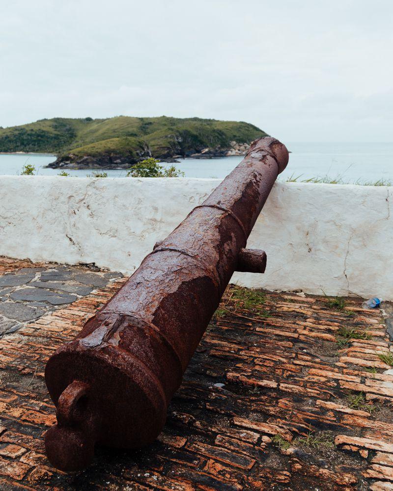 Canhão antigo no Forte de São Matheus