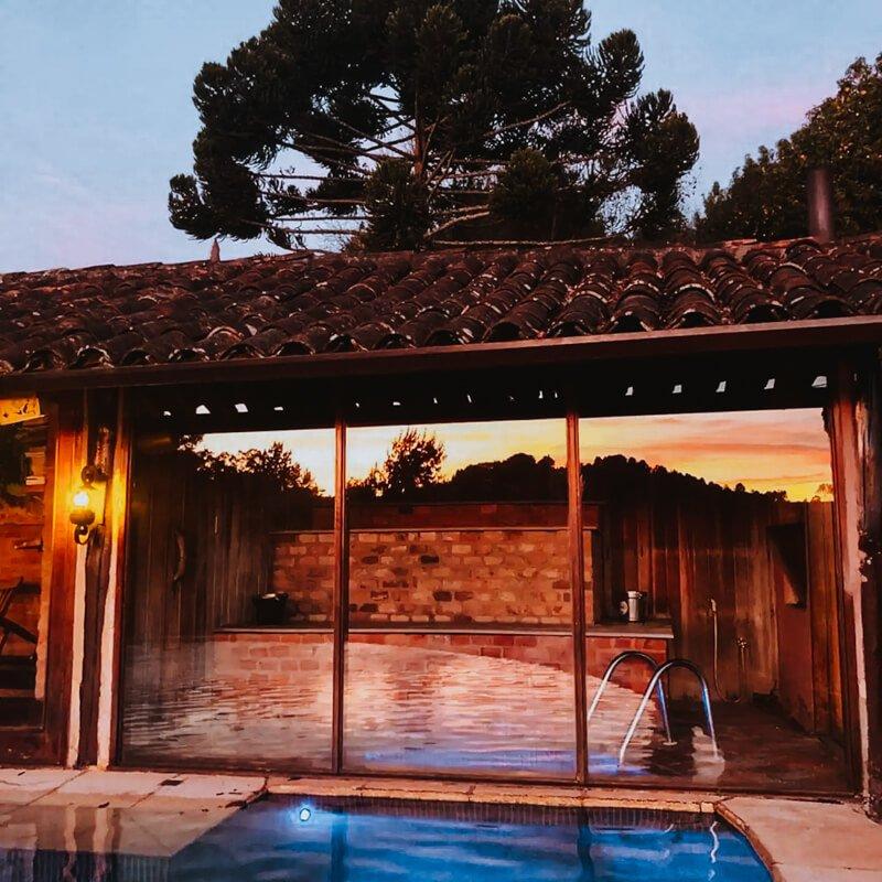 campos do jordão airbnb com piscina