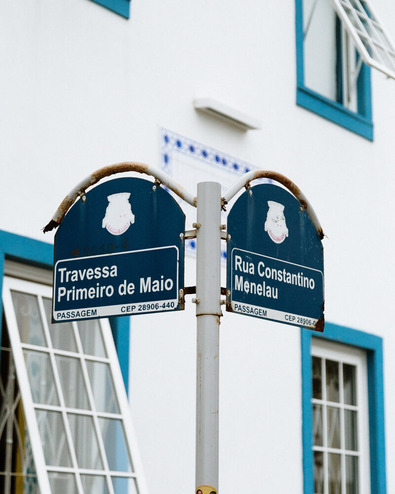 Detalhe de uma Placa Azul no Bairro da Passagem, em Cabo Frio