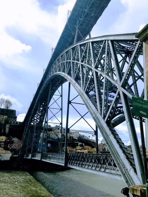 Detalhe da Ponte D. Luis e de seus dois tabuleiros.