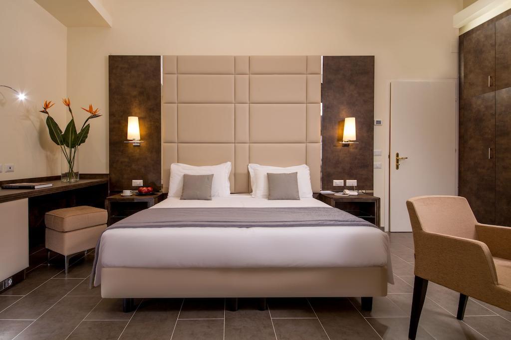 Quarto com cama de casal do Hotel Silla com excelente custo benefício no Vaticano