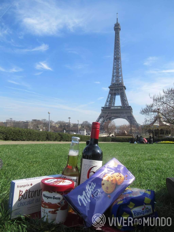 O que fazer em Paris: Piquenique aos pés da Torre Eiffel