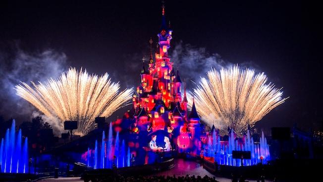 Disney Illuminations Show - Espetáculo de luzes e fogos no castelo da Bela Adormecida.