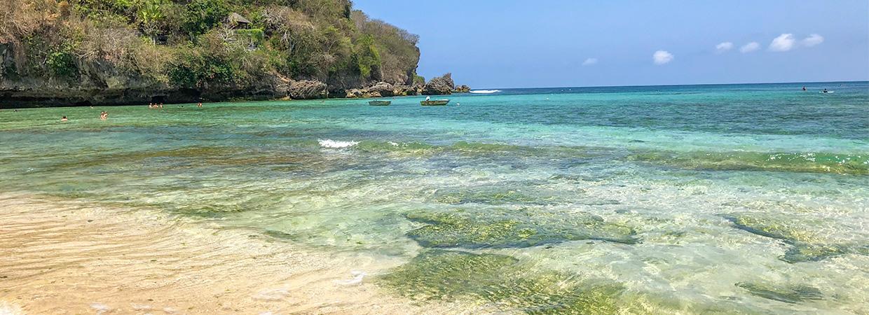 Praia de Padang Padang em Uluwatu Bali
