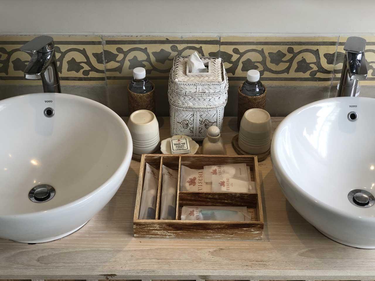 Amenities no banheiro do Desa Visesa Ubud