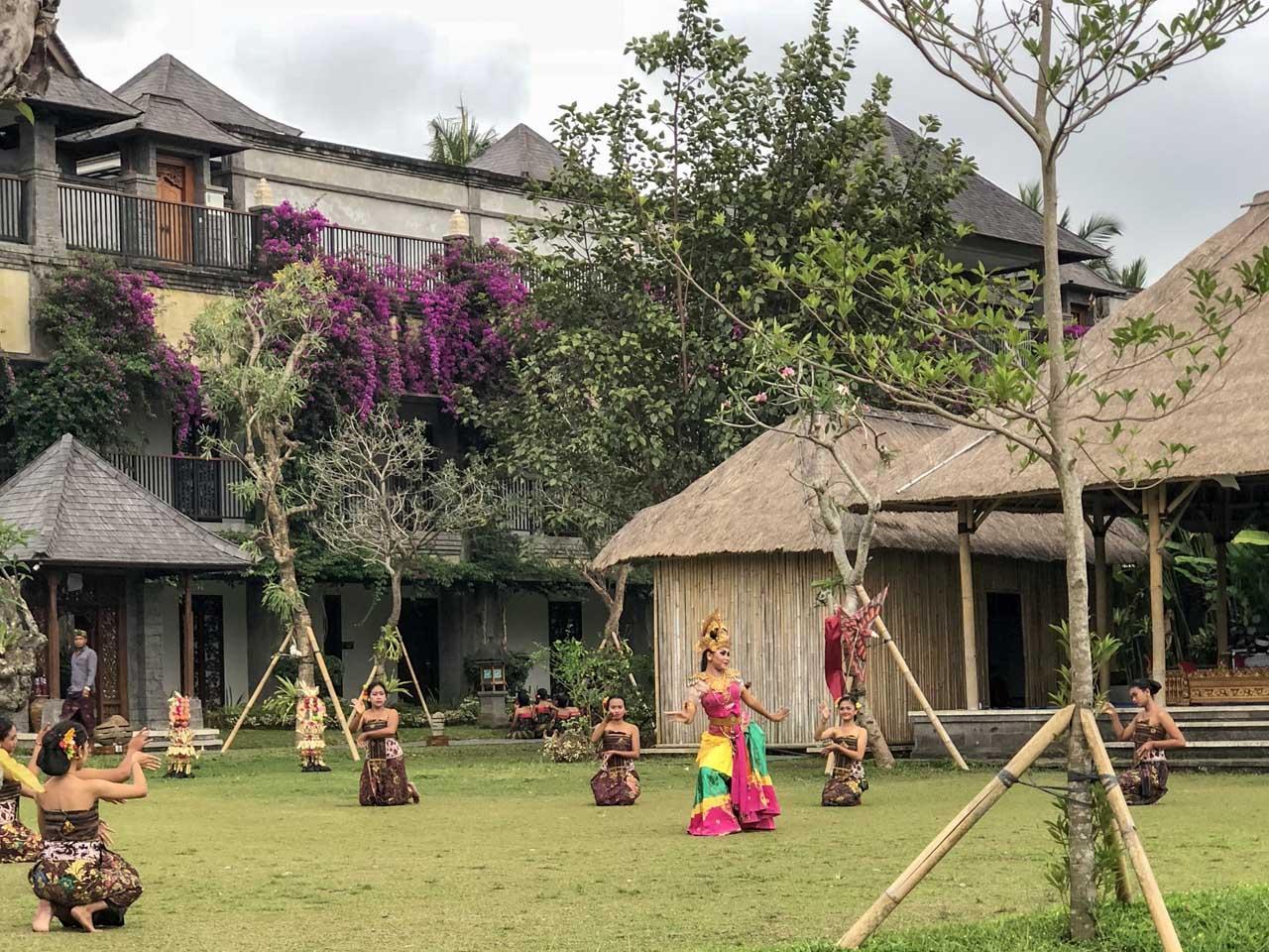 Dança Dewi Sri no Desa Visesa