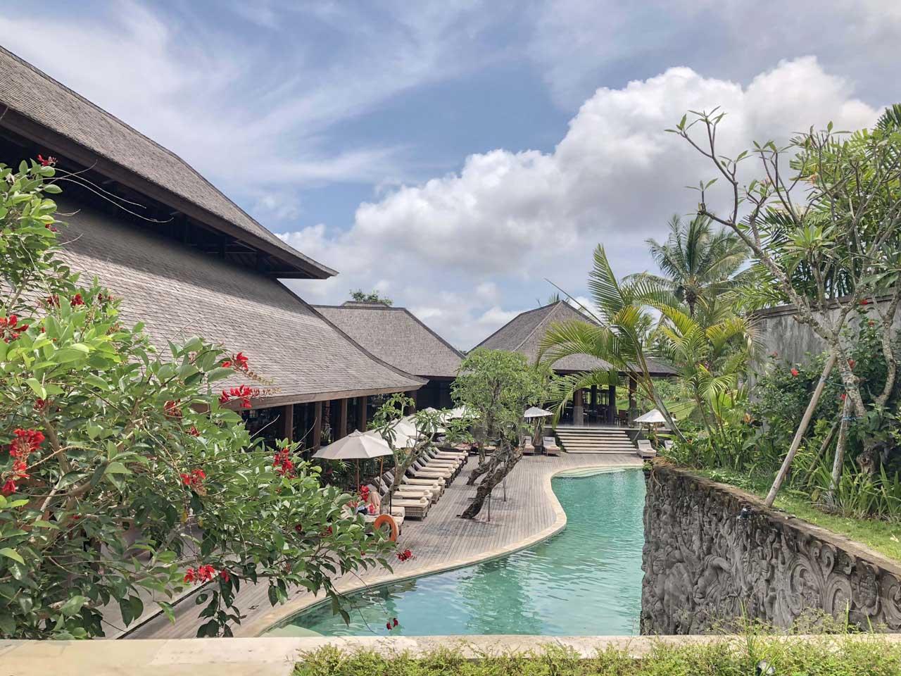 Grande piscina do Desa Visesa Ubud Resort