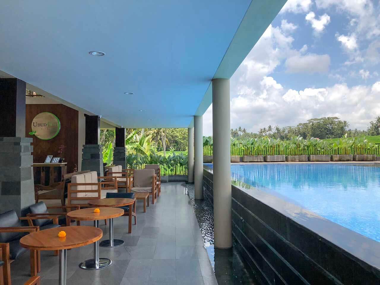 Recepção e piscina do UbudOne Villas