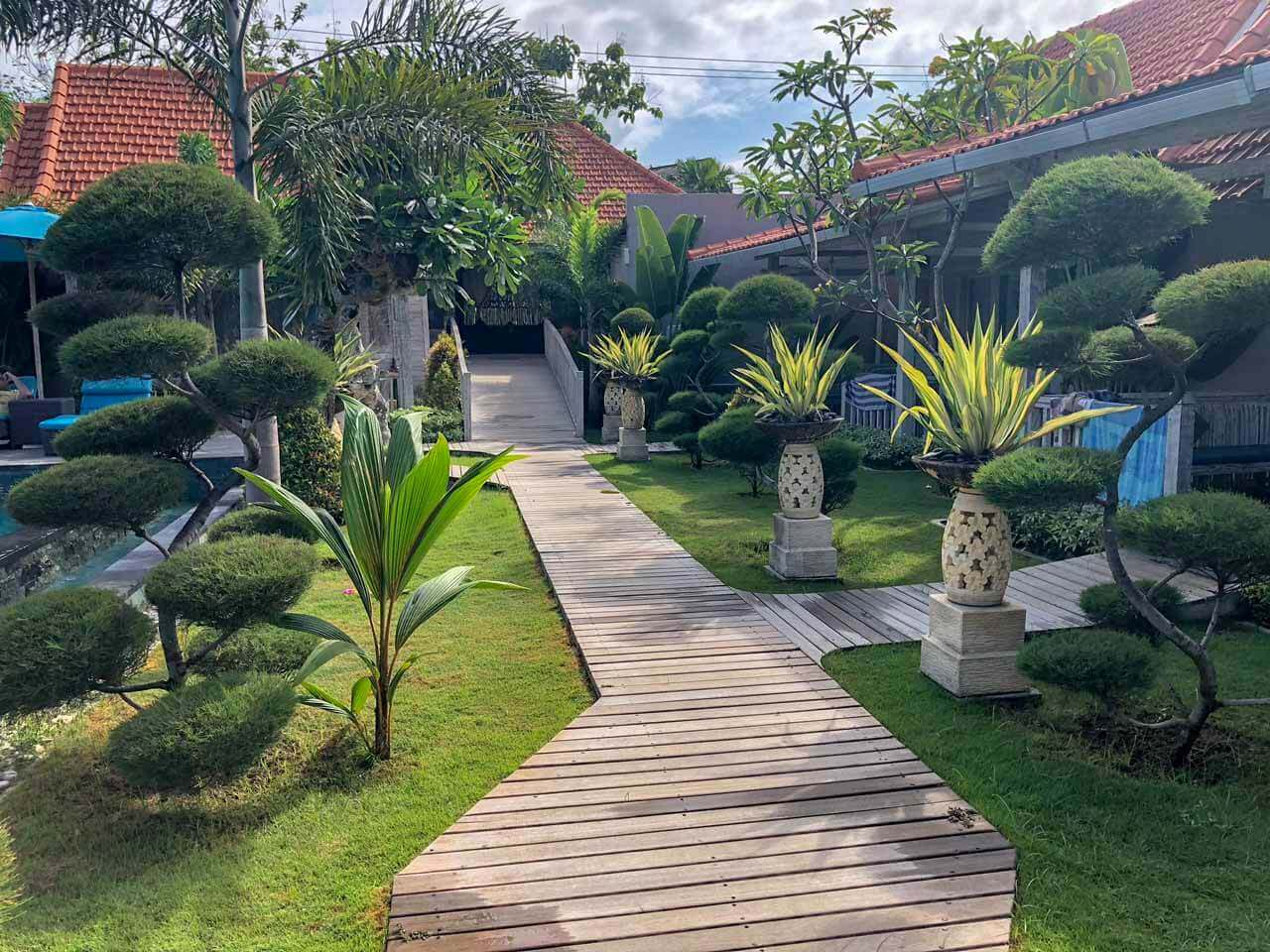 Entrada do The Palm Grove Villas