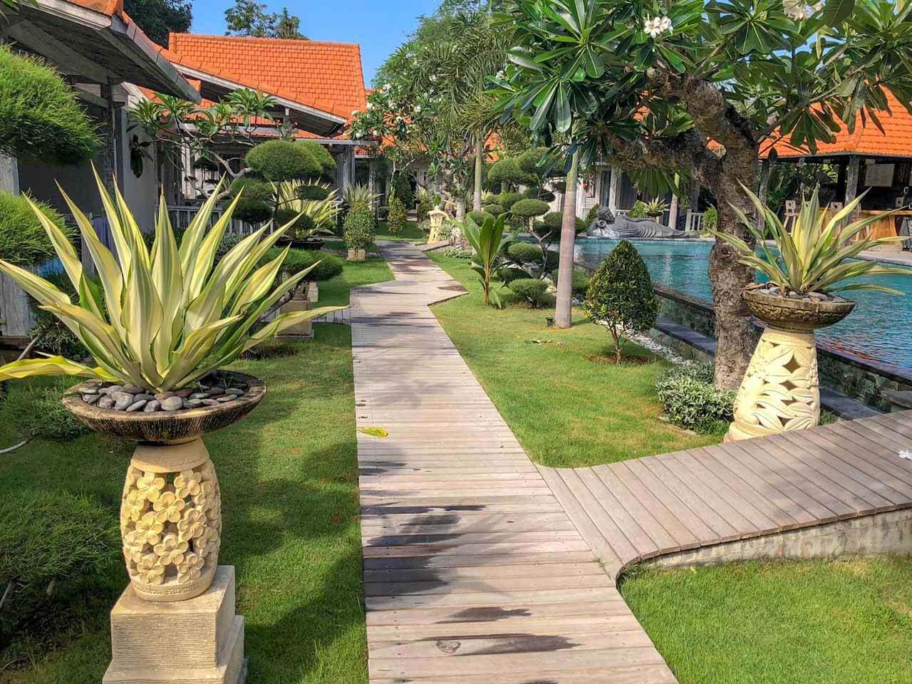 Caminho para os quartos The Palm Grove Villas