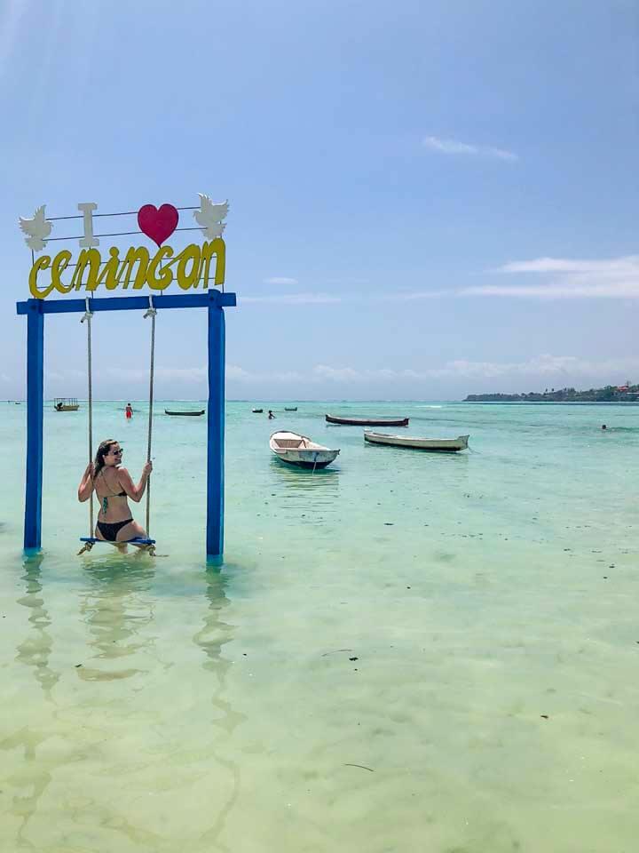 Balanço em praia de Nusa Ceningan