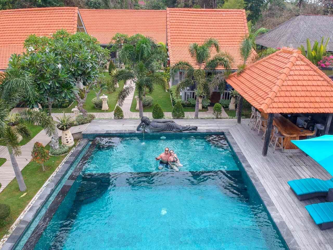 Piscina do The Palm Grove Villas