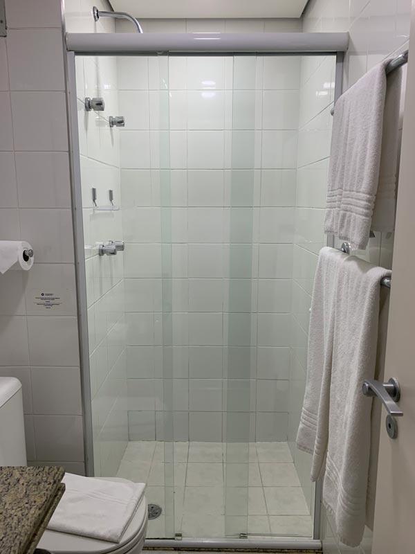Banheiro do quarto do Hotel Transamérica Executive Moema em São Paulo