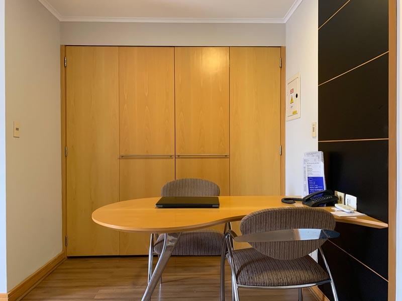 Area de trabalho do quarto do Hotel Transamérica Executive Moema em São Paulo