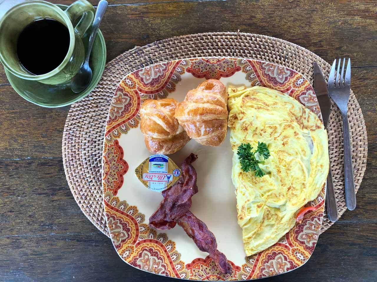 prato do café da manhã servido no hotel Boho Bingin