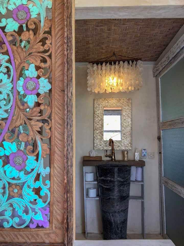 banheiro do hotel Boho Bingin