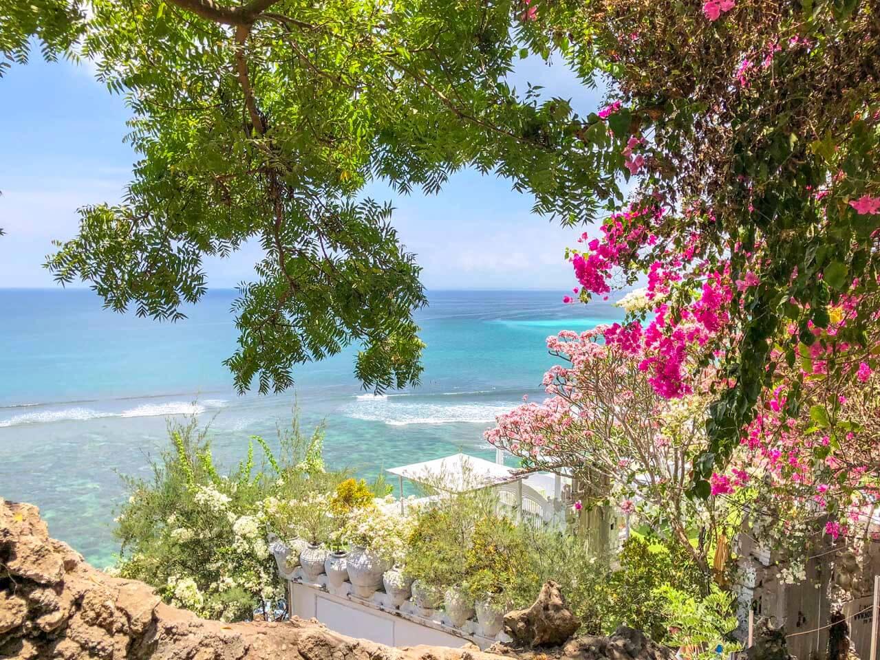 Praia de Escadas de Bingin Uluwatu Bali