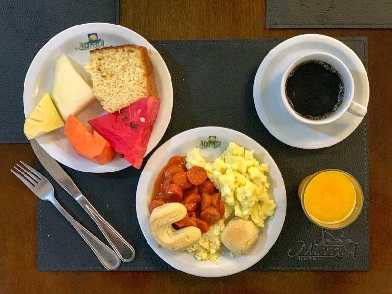 Café da manhã do hotel em Bonito MS
