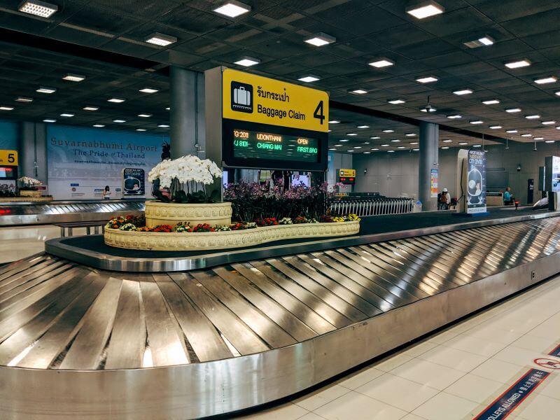 Esteira de bagagem vazia em aeroporto da Tailândia, no Sudeste Asiático.