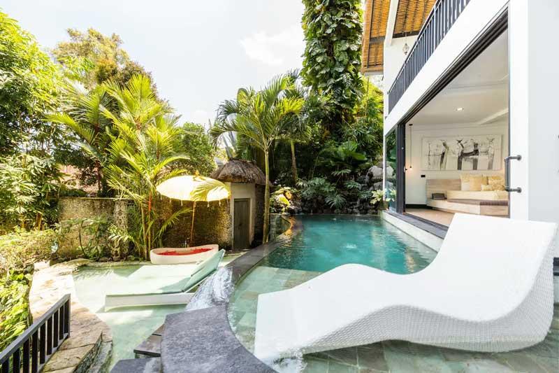 Onde ficar em Ubud: Piscina com banheira externa em Airbnb