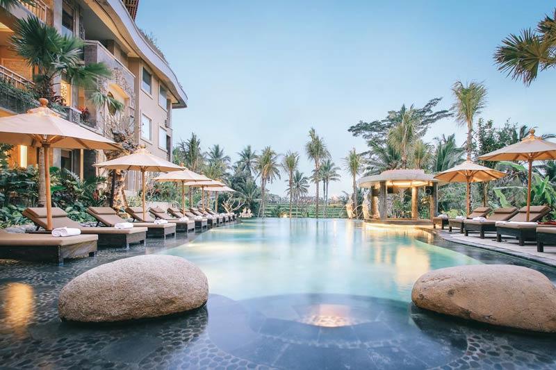 Melhores hotéis de Ubud: Piscina gigantesca do Kuwarasan