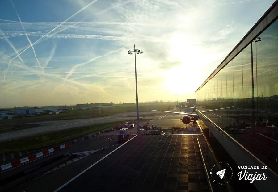 Aeroporto de Paris Charles de Gaulle ao amanhecer