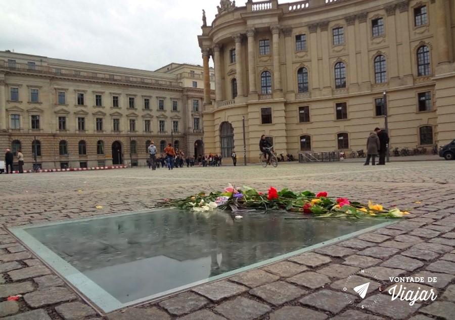 Bebelplatz Berlim - Memorial da Queima de Livros