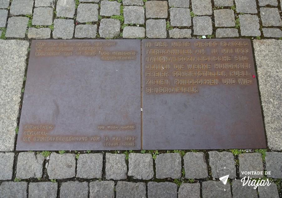 Bebelplatz Berlim - Onde se queimam livros acaba-se queimando pessoas