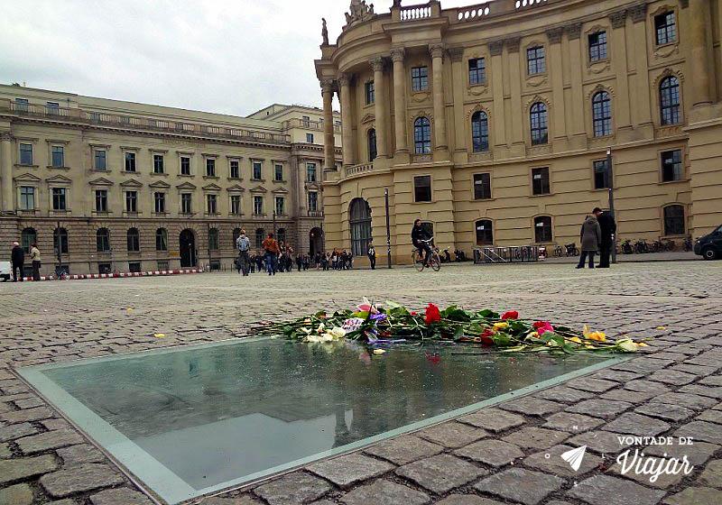 Bebelplatz em Berlim - Memorial da Queima de Livros